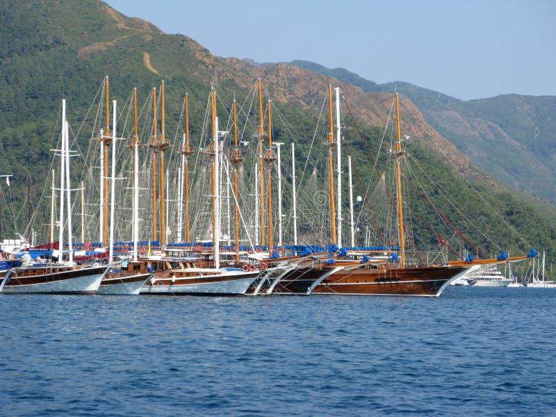 Haven met jachten in marmaris Turkse toevlucht stock afbeelding