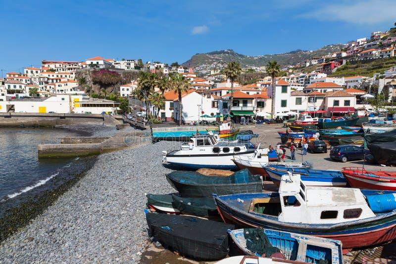 Haven met vissers en visserijschepen in Funchal, Portugal royalty-vrije stock afbeeldingen