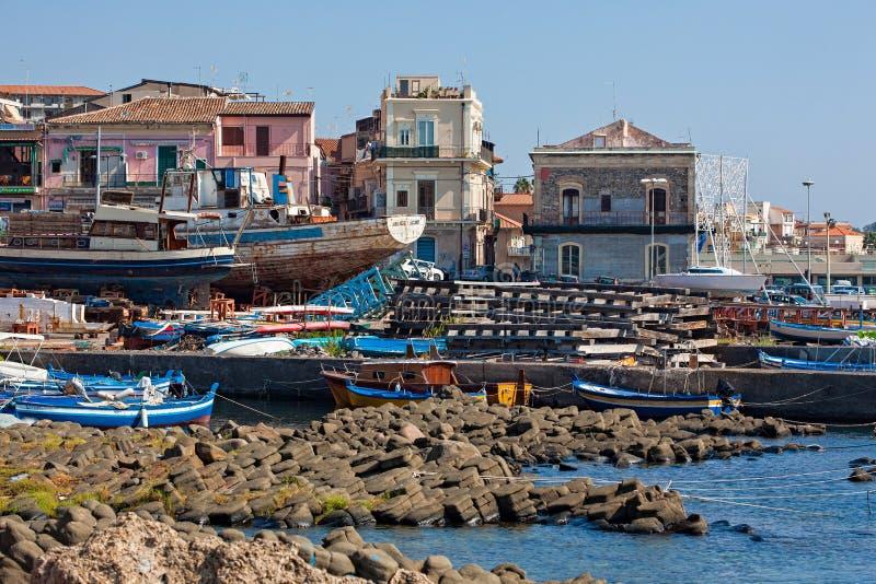 Haven van Aci Trezza stock foto