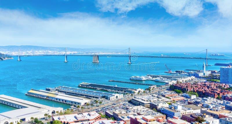 Haven van de Brug van San Francisco en van de Baai in Embarcadero stock foto's