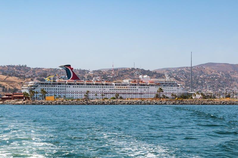 Haven van Ensenada met de Verbeelding van Carnaval van het Cruiseschip stock afbeeldingen