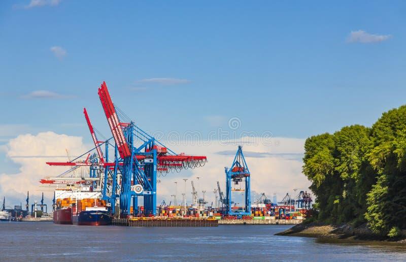 Haven van Hamburg op de rivier Elbe, Duitsland stock fotografie