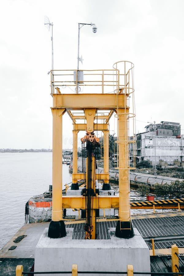 havendok, eilandenovergang, 30/10/2019, pontianak, indonesië stock foto's