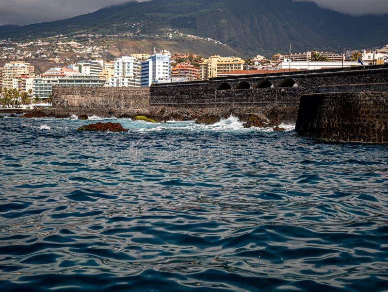 Havenfaciliteit in Puerto de la Cruz Tenerife stock foto's