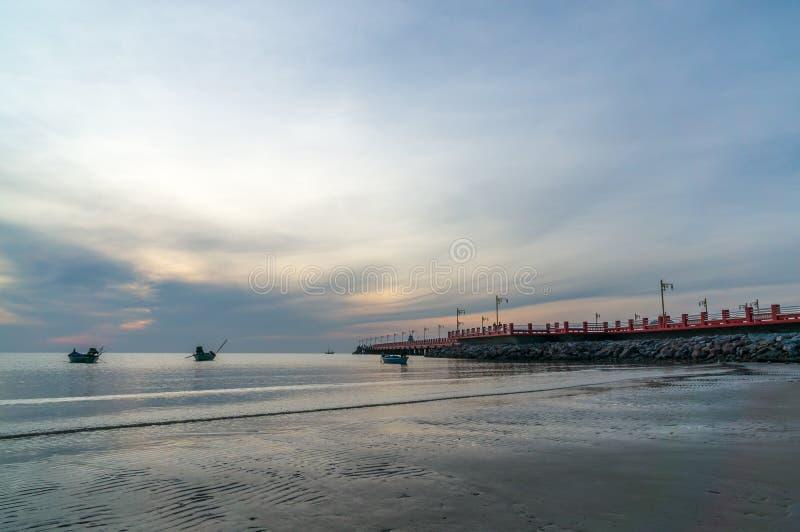 Havengebied Ao Prachuap, de provincie van Prachuap Khiri Khan in Zuidelijk Thailand royalty-vrije stock afbeelding