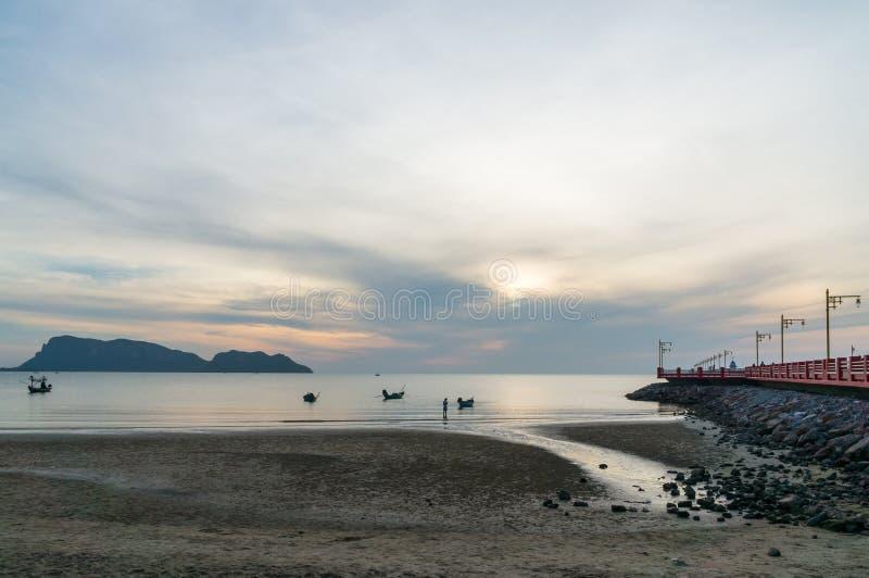 Havengebied Ao Prachuap, de provincie van Prachuap Khiri Khan in Zuidelijk Thailand royalty-vrije stock fotografie