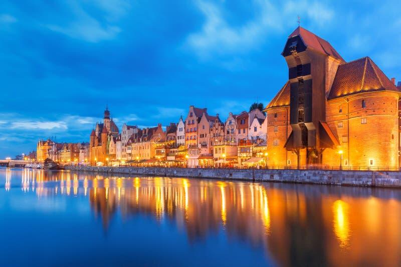Havenkraan en stadspoort Zuraw, Gdansk, Polen stock foto's