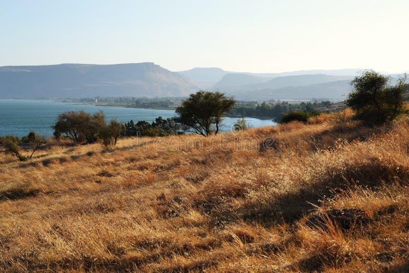 Havet av Galilee och kyrkan av saligheterna, Israel, predikan av monteringen av Jesus royaltyfria bilder