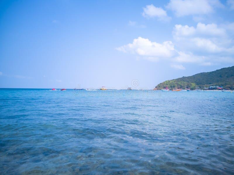 Havet av Koh Larn är en ö i Pattaya arkivbild