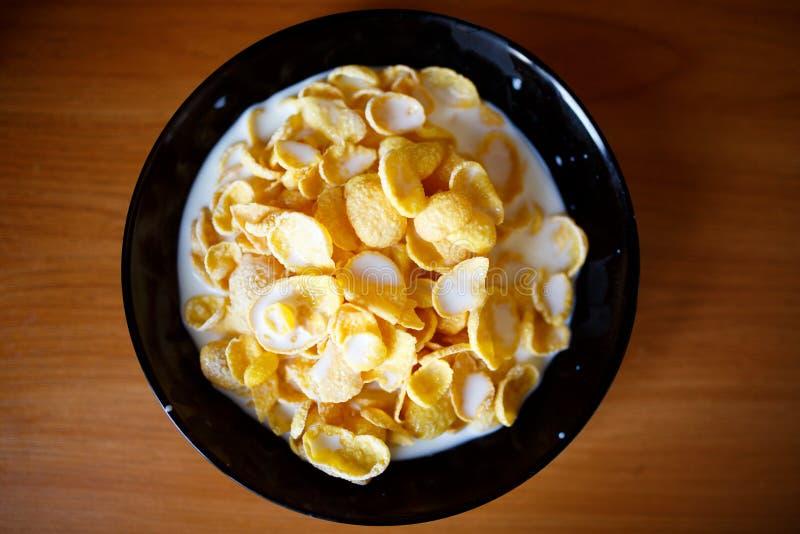 havreflakes mjölkar Sund mat i morgonen royaltyfri fotografi