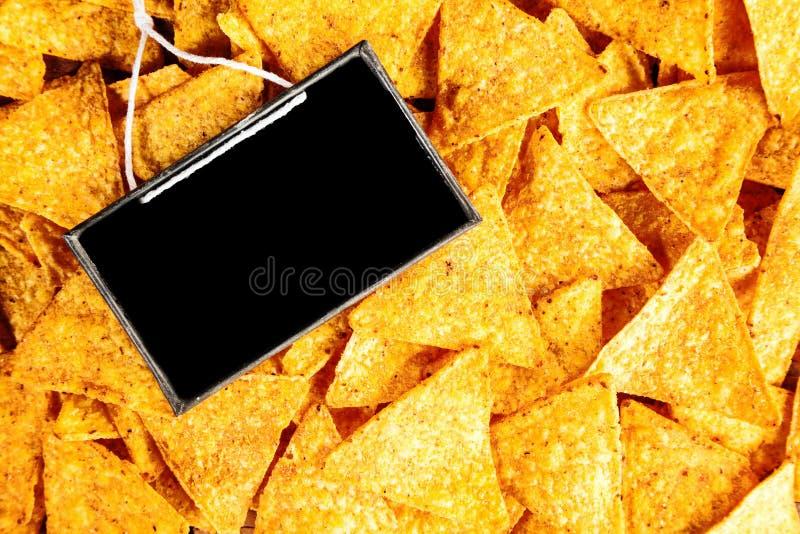 Havretortillor eller nachos med ett tomt kritiserar arkivfoton