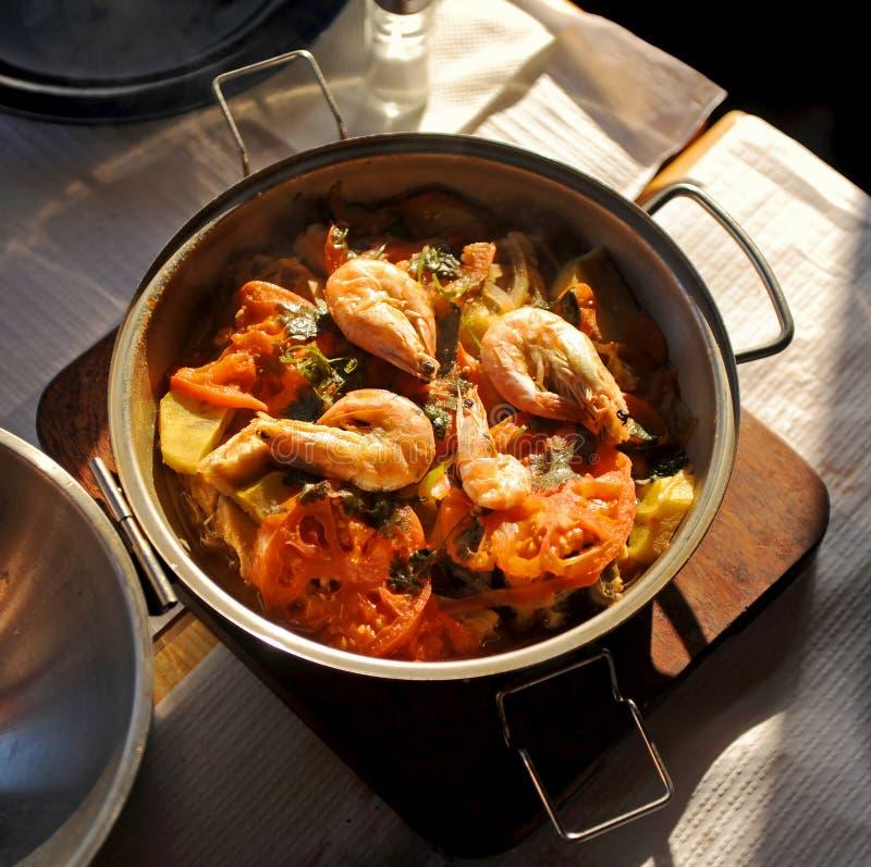 Havs- cataplanaragu, traditionell kokkonst från den Algarve regionen, Portugal arkivfoto
