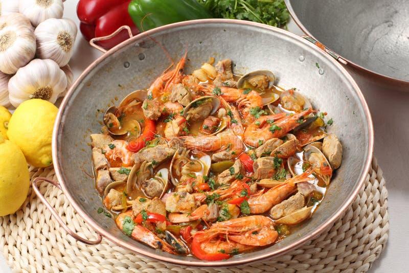 Havs- maträtt för traditionell portuguse - cataplana- arkivbild
