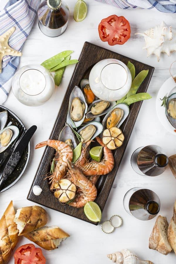 Havs- mellanmål: räka och musslor arkivfoton