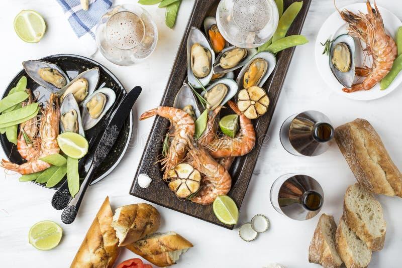 Havs- mellanmål: räka och musslor arkivbild