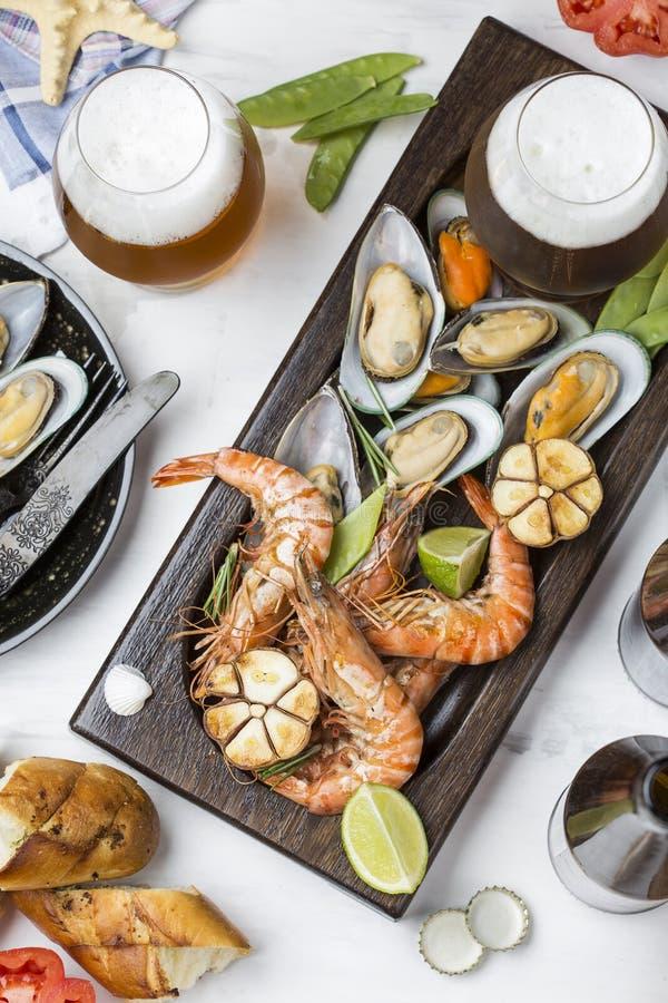 Havs- mellanmål: räka och musslor arkivfoto