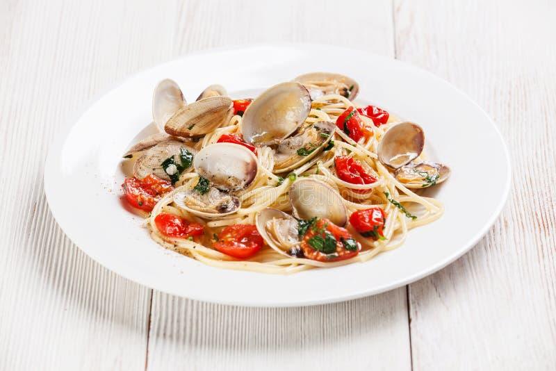 Havs- pasta med musslor Vongole arkivbild