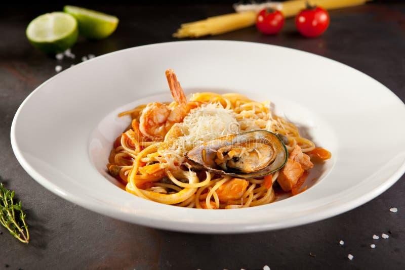 Havs- spagettiplatta royaltyfri bild