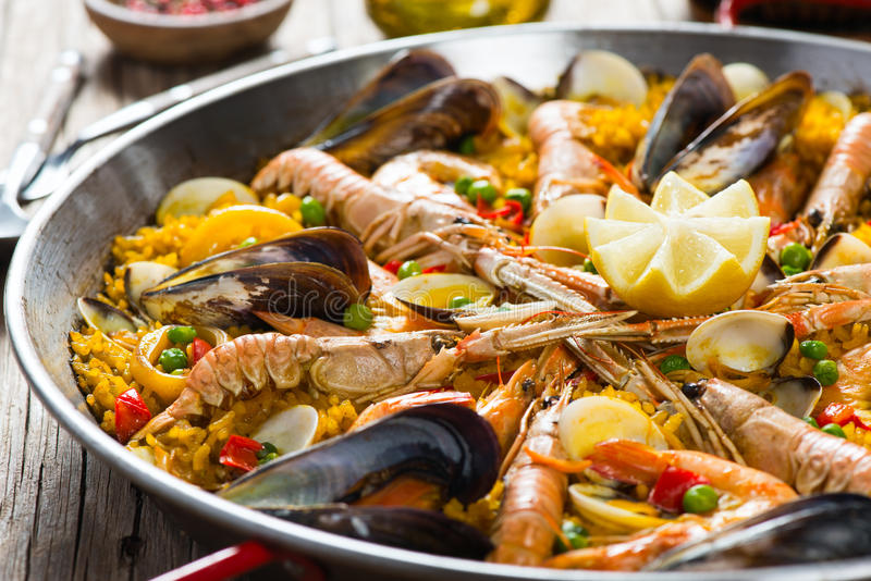 Havs- spansk paella royaltyfria foton