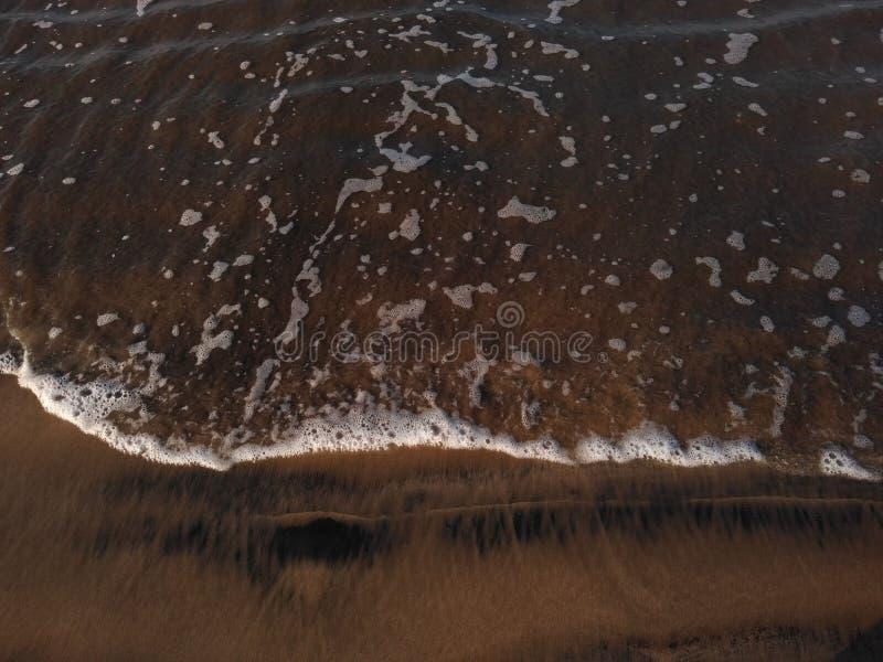 Havsbränning, Ganapatipule strand, Ratnagiri arkivbild
