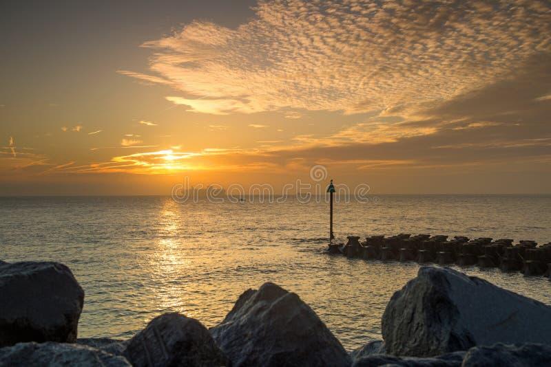 Havsförsvar på Ipswich på soluppgång royaltyfria foton