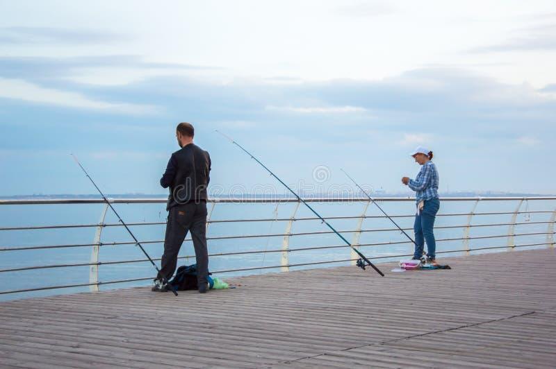 Havsfiske fr?n pir Afton Odessa City, Ukraina, Juni 2019 royaltyfri foto
