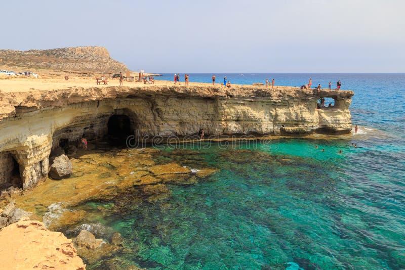 Havsgrottor på Cypern fotografering för bildbyråer