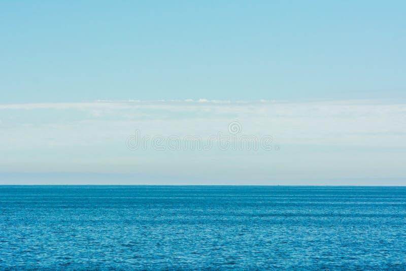 Havshav och blå himmel fotografering för bildbyråer