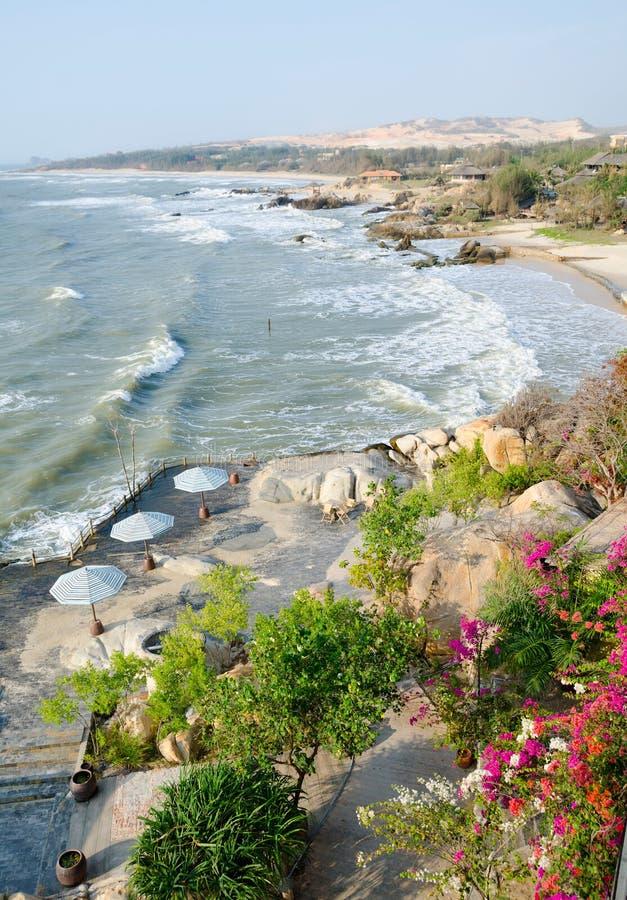 Download Havskust i vår i Vietnam arkivfoto. Bild av soligt, inget - 37346594