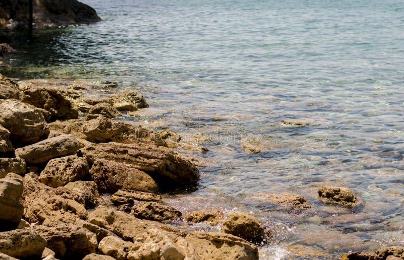 Havskust med stenar royaltyfria bilder