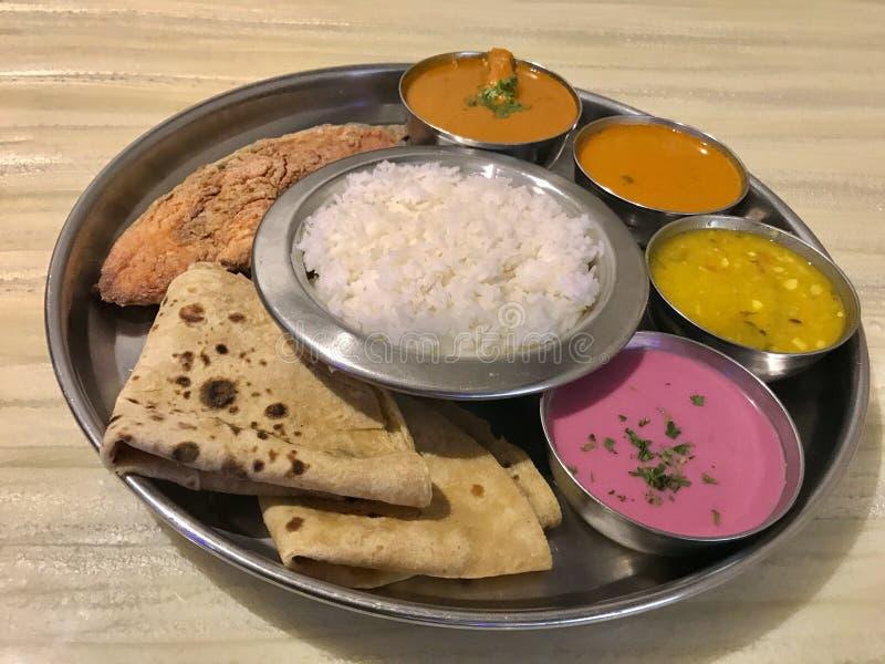 Havsmat Thali, Konkan kokkonst royaltyfria foton