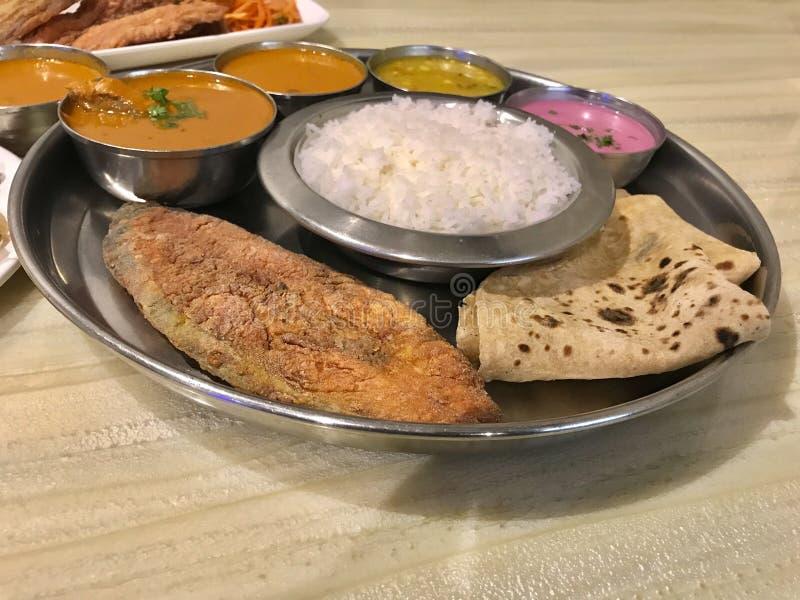 Havsmat Thali, Konkan kokkonst royaltyfri bild