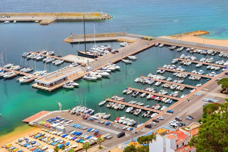 Havsport Blanes, fiskebåtar och yachter, Spanien arkivfoton