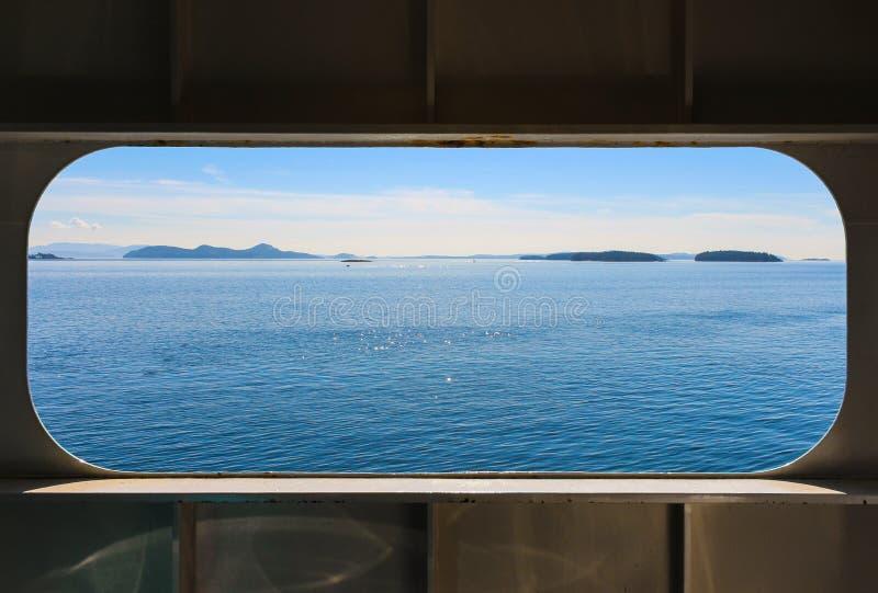 Havssikt från ett fartygfönster royaltyfri foto