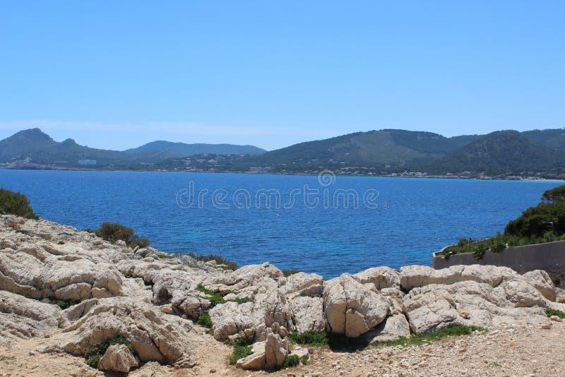 Havssikt norr Mallorca arkivfoton