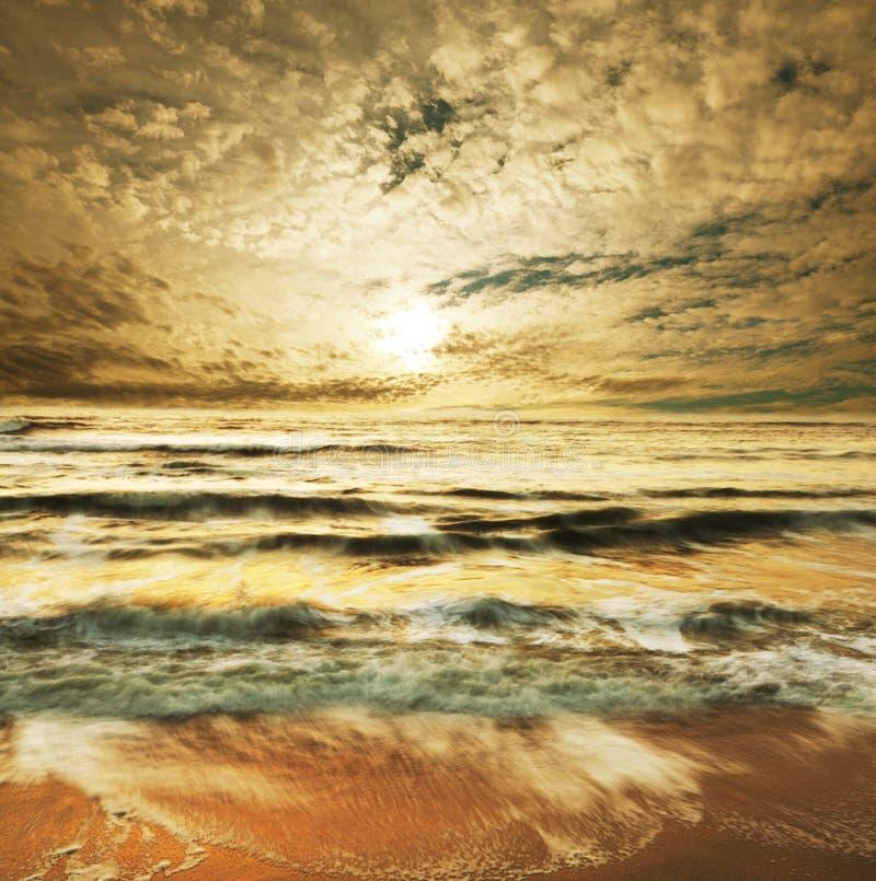 havssolnedgångar arkivbilder