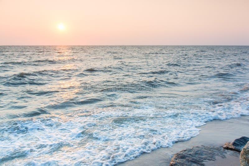 Havssolnedgånglandskap arkivfoto