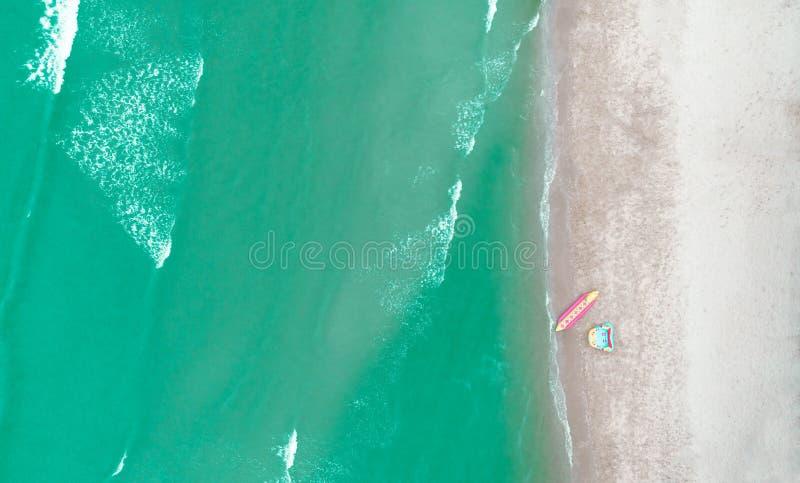 Havsstrand för flyg- sikt för sommar- eller feriebegreppsbakgrund royaltyfri foto