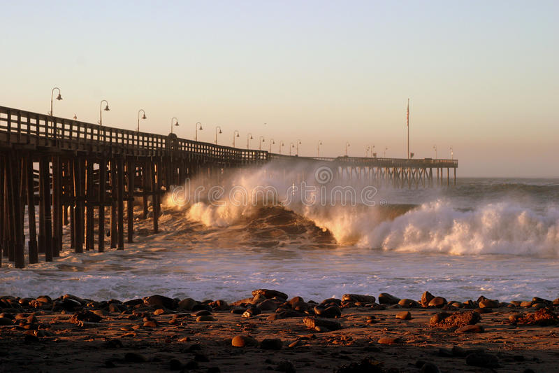 Havvåg Ventura Pier royaltyfria foton