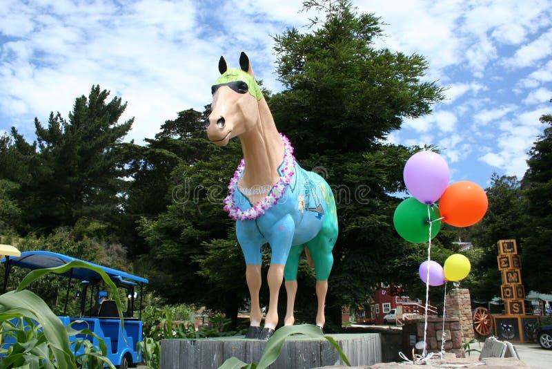 Hawaï als thema had geschilderd paard dragend een lei, Lemos-Landbouwbedrijf, CA royalty-vrije stock fotografie