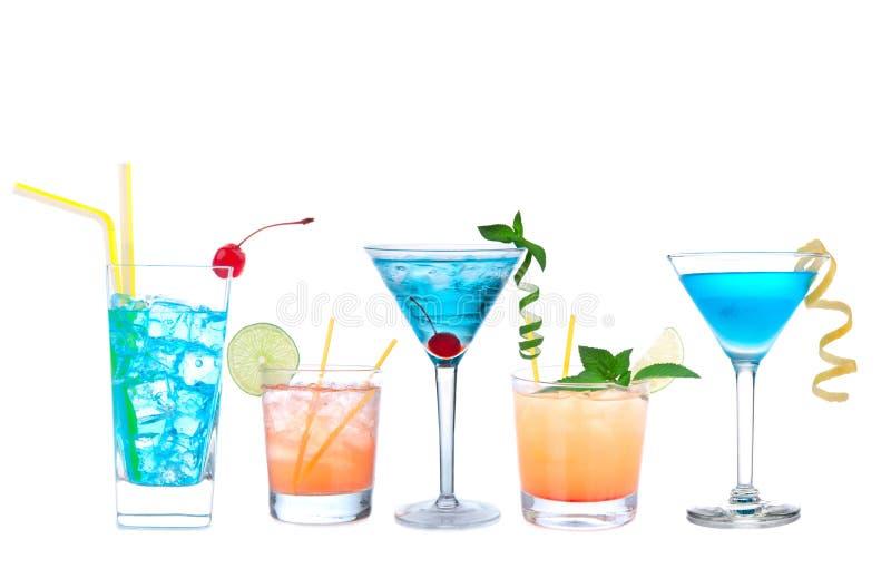 Hawaïen de cocktails cosmopolites tropicaux de Martini et jaune bleus photographie stock libre de droits