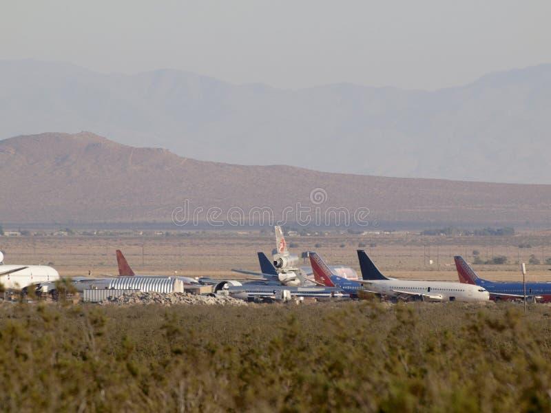 Hawaïen, sud-ouest, et d'autres avions commerciaux d'avions de ligne garés dans le désert photo stock