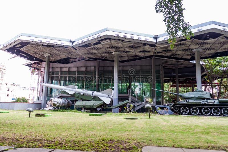 HAWAŃSKI, KUBA, FEB - 22, 2016: Ekspozycja bronie w muzeum rewolucja w Hawańskim obraz stock