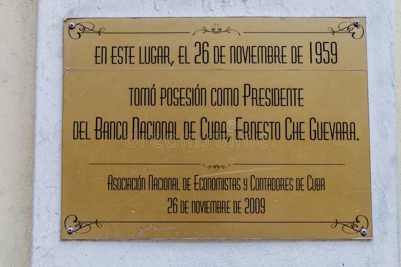 HAWAŃSKI, KUBA, FEB - 22, 2016: Plakieta na budynku bank centralny Kuba Ja upamiętnia innauguration Che obraz royalty free