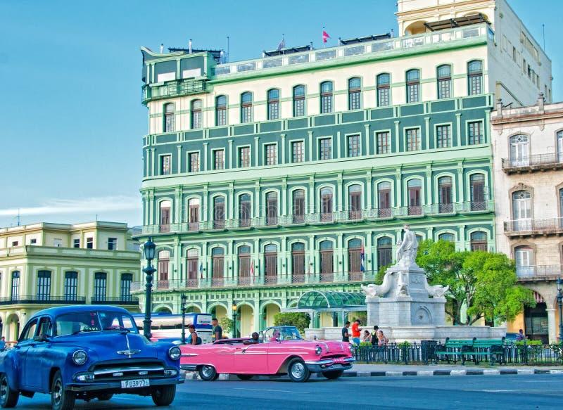 HAWAŃSKI, KUBA, LIPIEC - 14, 2016 Widok wznawiający Saratoga hotel, b obrazy stock