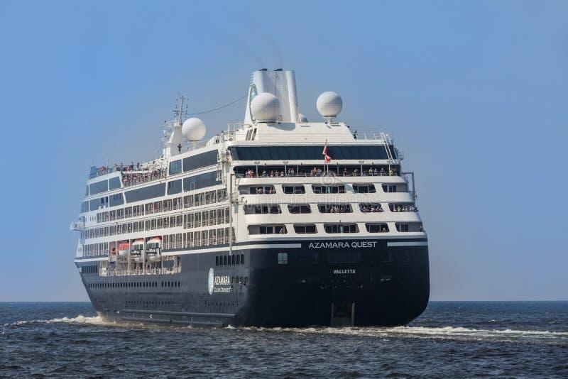 HAWAŃSKI, KUBA MAR 18 2018 Azamara rejsów w Hawańskiej zatoce Azamara poszukiwanie statek wycieczkowy posiadać i działający Azama zdjęcia stock