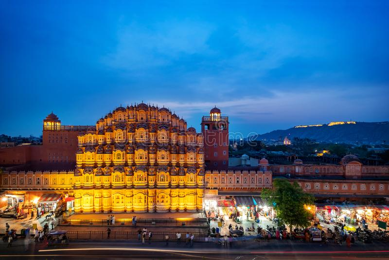 Hawa Mahal op avond, Jaipur, Rajasthan, India Een Unesco-Werelderfenis stock foto's