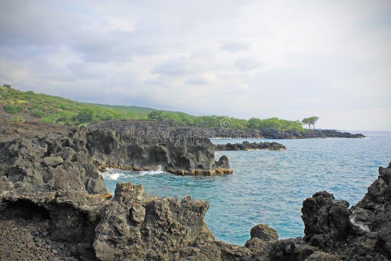 Hawaiiaanse die kust van lavastenen wordt gemaakt royalty-vrije stock foto