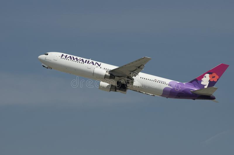 Hawaiian Airlines echa en chorro Boeing 767 foto de archivo