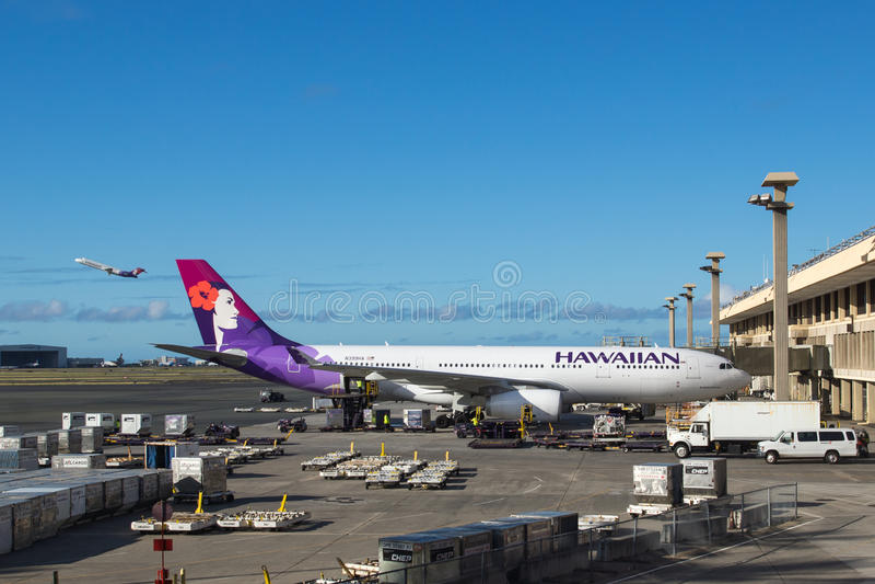 Hawaiian Airlines-vliegtuigen bij de Internationale Luchthaven van Honolulu stock fotografie